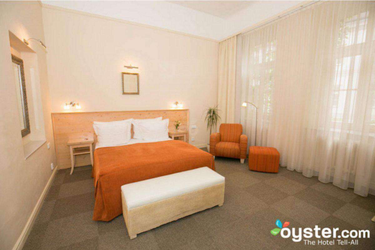 6.unitas-hotel--prague-czech-republic