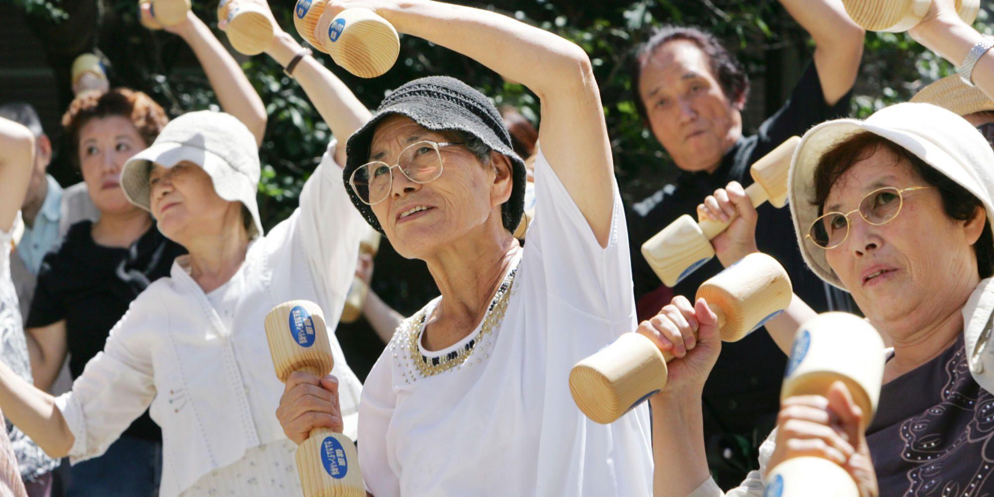 https://www.mononews.gr/wp-content/uploads/2016/05/o-OLDER-PEOPLE-EXERCISING-IN-JAPAN-facebook.jpg