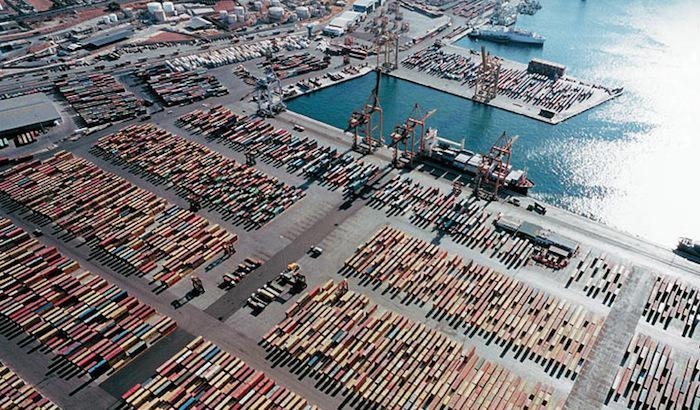 piraeus-port containers