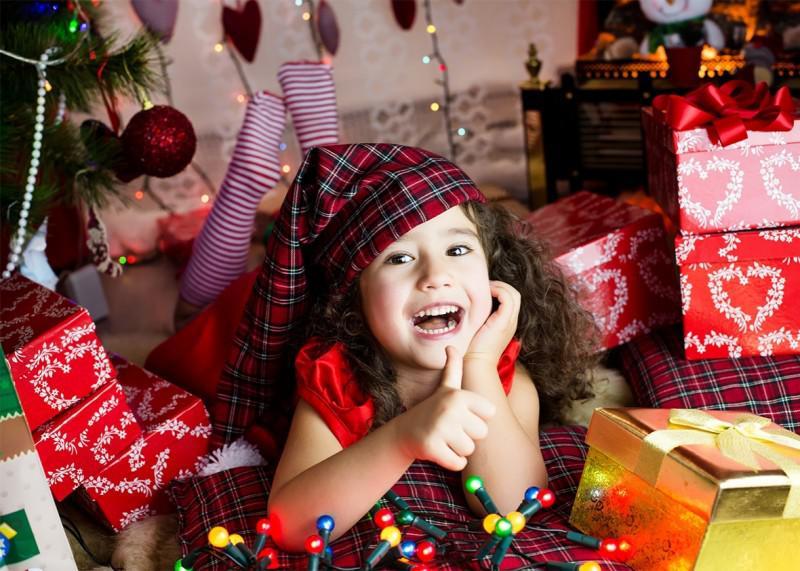 παιδί-δώρα-χριστούγεννα
