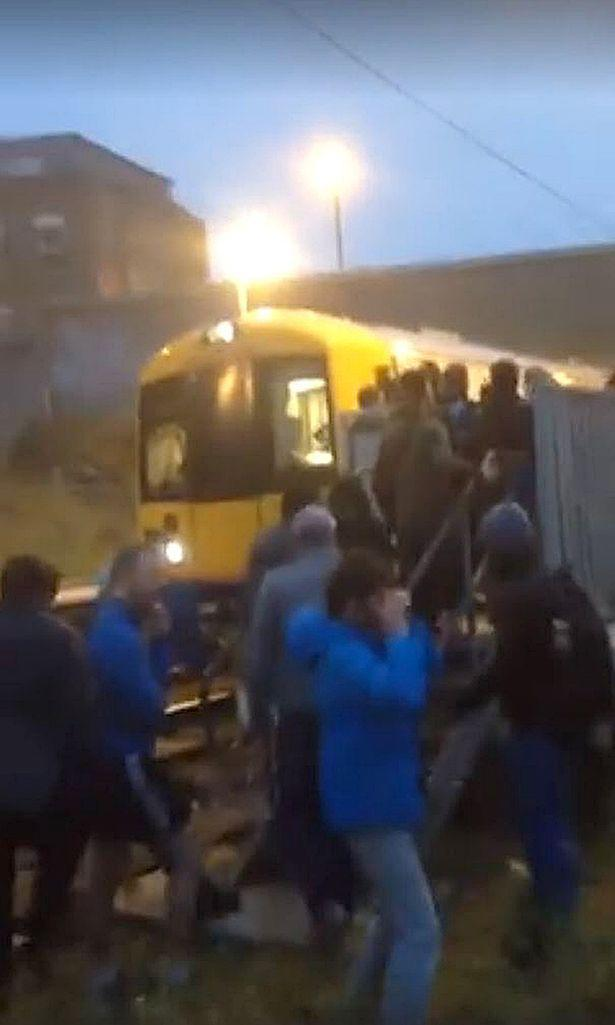 Dalston-Kingsland-train-evacuation (1)