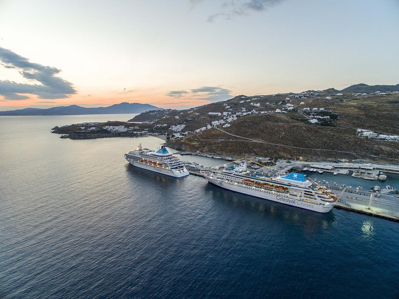 Τα κρουαζιερόπλοια Celestyal Crystal (αριστερά) και Celestyal Nefeli (δεξιά) της Celestyal Cruises