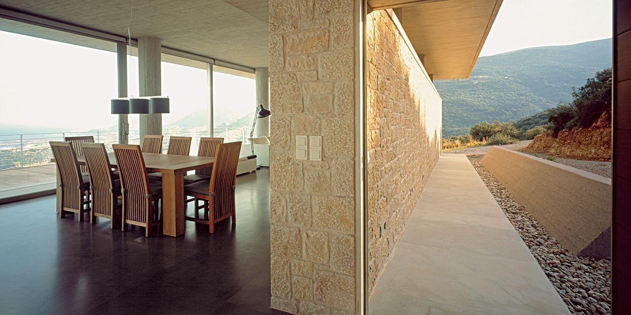 Η πετρόχτιστη κατοικία στη Μονεμβασιά με την καταπληκτική πανοραμική θέα στη θάλασσα!!!(photos)