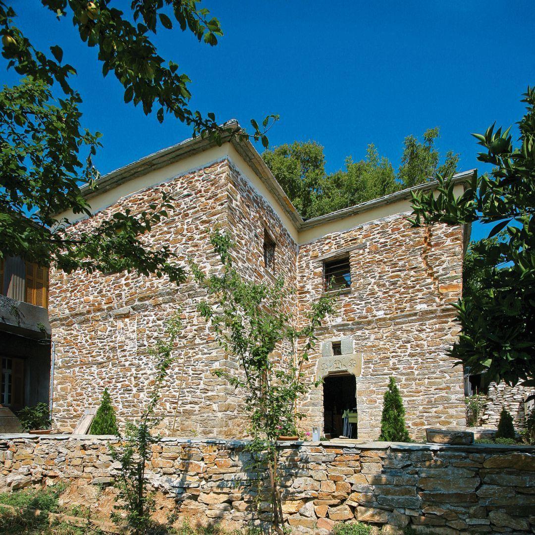 Η παραδοσιακή,πετρόχτιστη κατοικία του 1851 στο Πήλιο που έγινε ένα διαμάντι της περιοχής