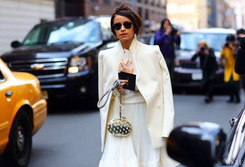 Πώς θα φορέσεις το λευκό τον χειμώνα  12 total white looks - mononews 4493fc68afc