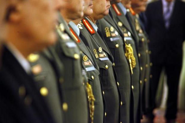 στρατιωτικοί