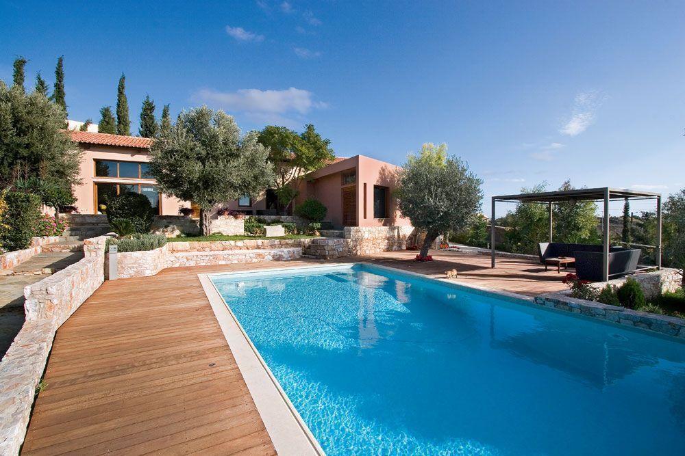Μια υπέροχη κατοικία με απίστευτο υπαίθριο χώρο στην Παιανία! Καμαρώστε την!