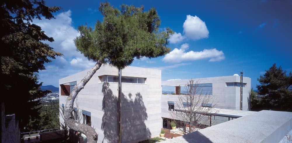 Εκάλη: Θαυμάστε ένα συγκρότημα τριών κατοικιών με θέα σε Πειραιά και Σαρωνικό κόλπο