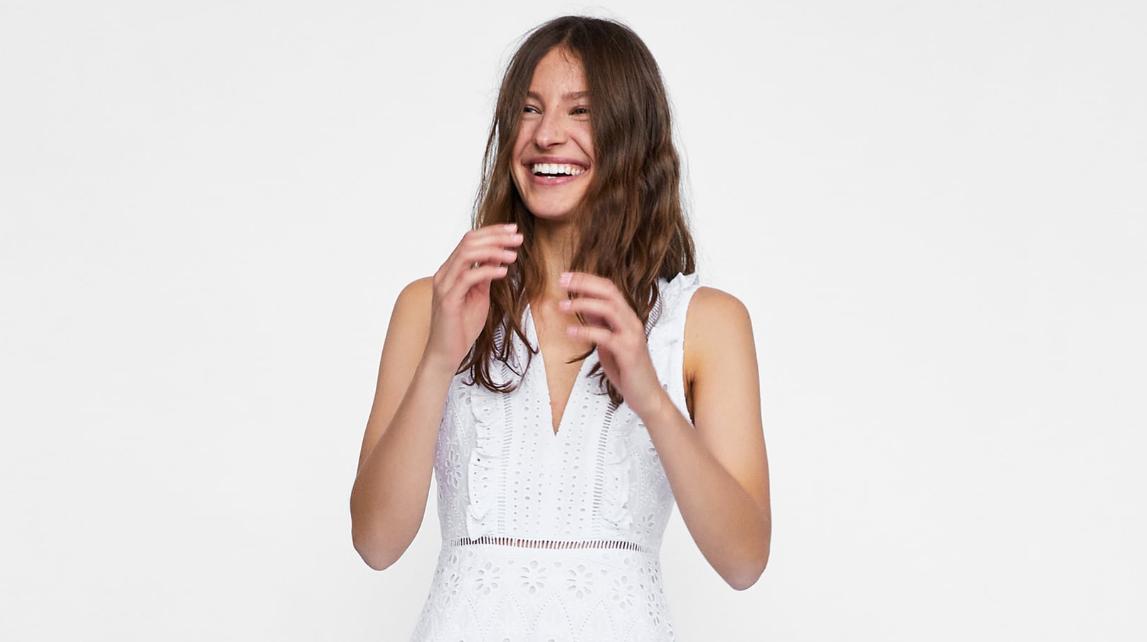 ZARA  10+1 λευκά φορέματα σε διάφορα σχέδια - Το απόλυτο καλοκαιρινό ... 982d76e1aa6
