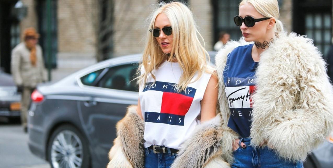 Η αναζωπύρωση των τάσεων της δεκαετίας του  90 έχει ενθουσιάσει το fashion  crowd και τα διάσημα κορίτσια της μόδας περιστρέφονται συνεχώς γύρω της κάθε  φορά ... 2479c080270