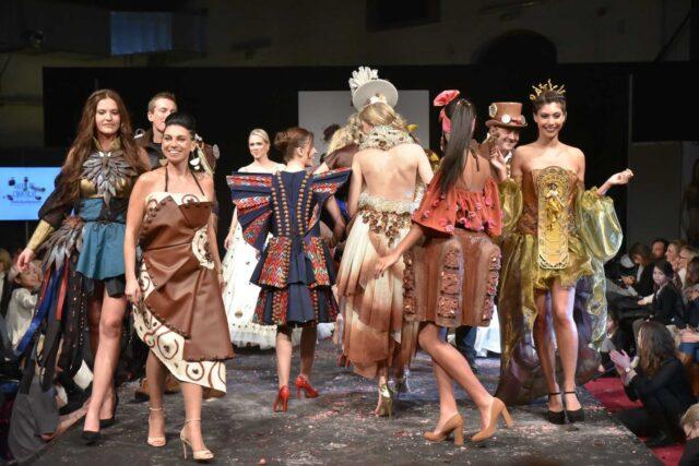 βελγιο-επιδειξη-μοδας-σοκολατα-φορεματα