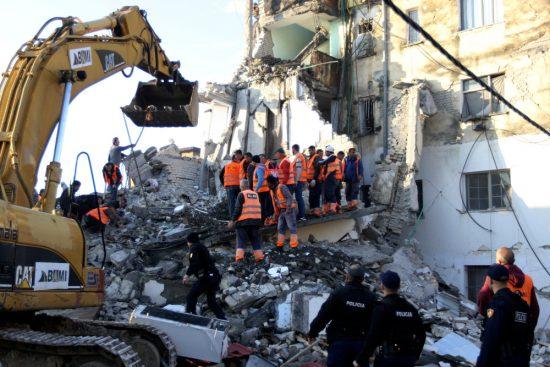 Αποτέλεσμα εικόνας για ανθρωπιστικής βοήθειας για τους πληγέντες από το σεισμό