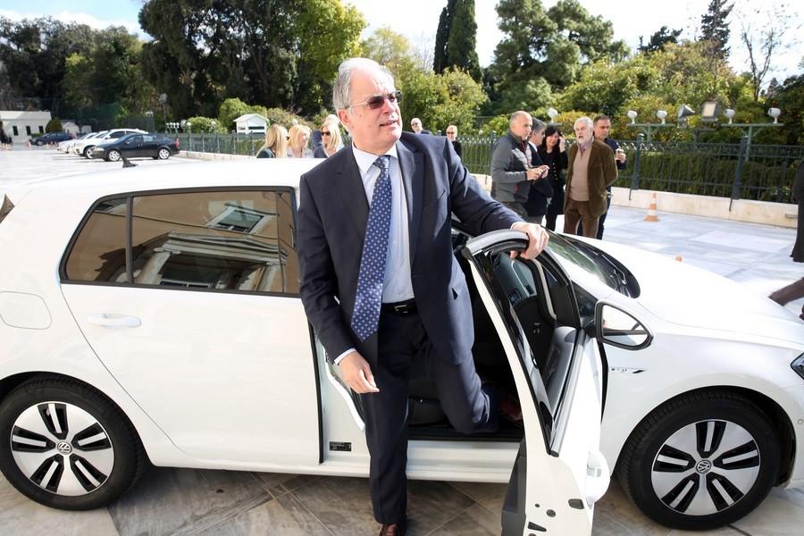 Αποτέλεσμα εικόνας για βουλευτες ηλεκτροκινητο αυτοκινητο