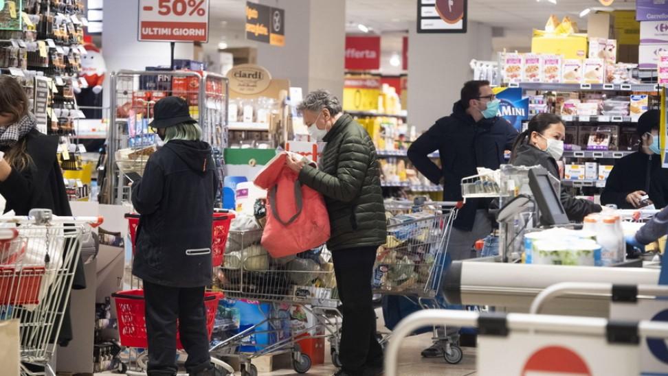 Χάος ξανά στη Βρετανία: Αδειάζουν τα ράφια των σούπερ μάρκετ - Εκκλήσεις στους καταναλωτές για ψυχραιμία