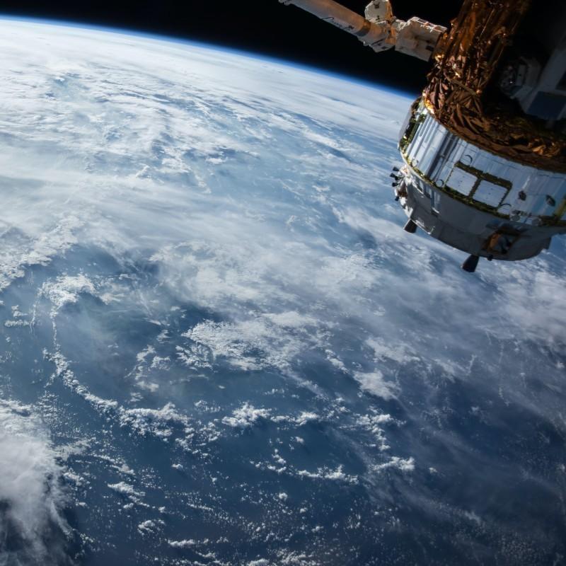 Διαστημικά απορρίμματα: O λόγος που Ιάπωνες επιστήμονες κατασκευάζουν δορυφόρους από ξύλο