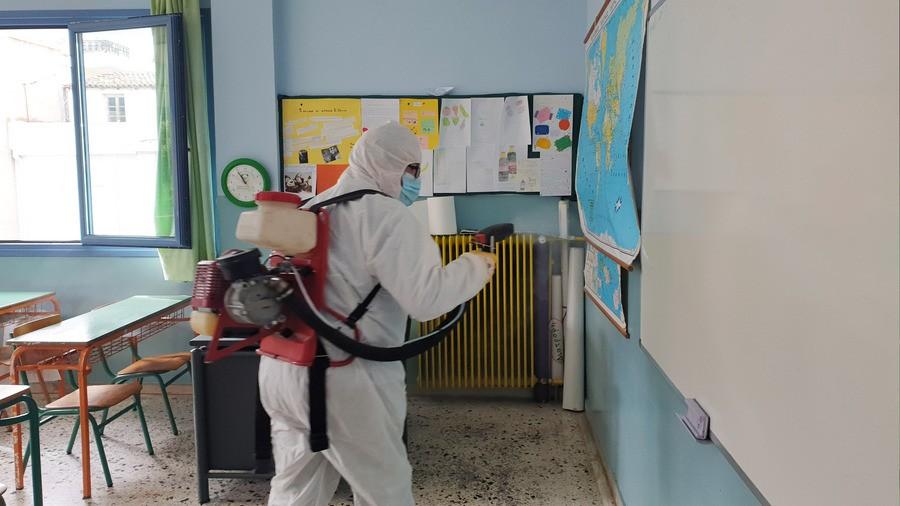 Απολύμανση σε σχολείο