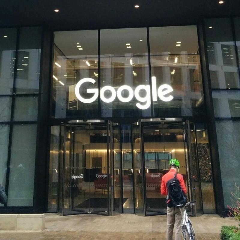 Alphabet: H μητρική εταιρεία της Google σημείωσε κέρδη ρεκόρ κατά την πανδημία