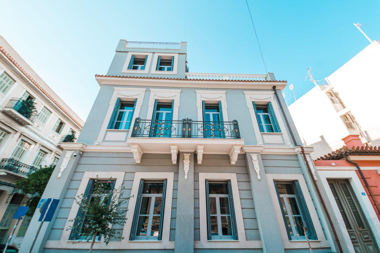 Ένα παλιό νεοκλασικό στο Θησείο μετατράπηκε σε πανέμορφη πολυτελή κατοικία