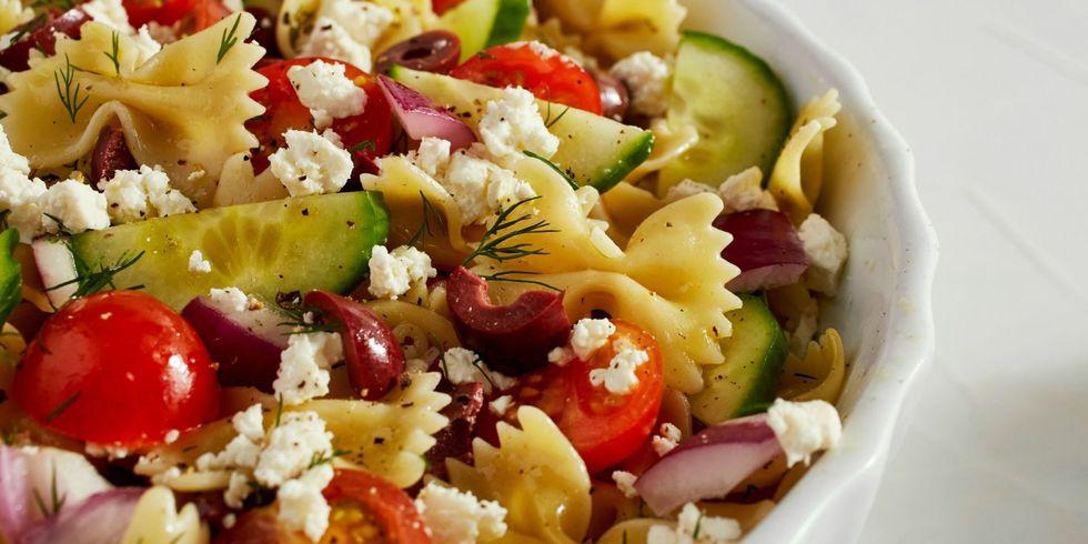 Τέλεια μεσογειακή σαλάτα με ζυμαρικά