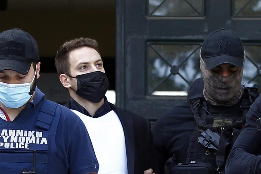 Ο Χαράλαμπος Αναγνωστόπουλος καθώς οδηγείται στον Εισαγγελέα (πηγή: ΑΠΕ-ΜΠΕ)