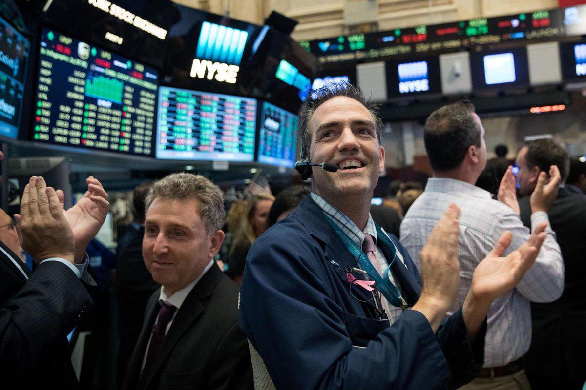 Wall Street: Με συνολικά κέρδη 12,7% έκλεισε το πρώτο εξάμηνο για τον Dow Jones