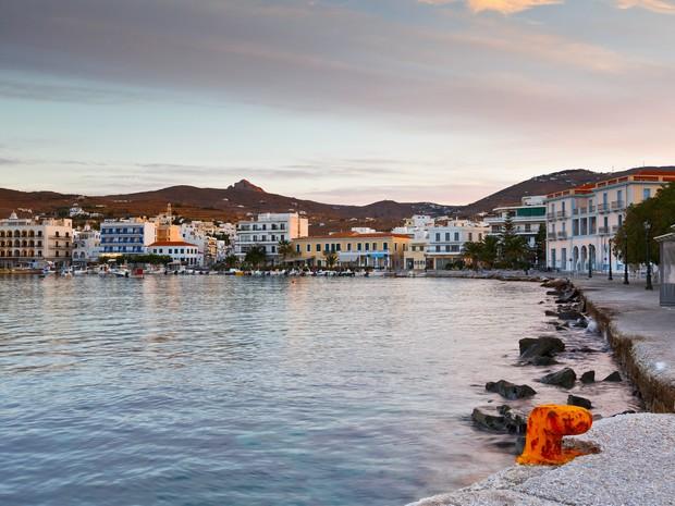 Γώγος: Και η Τήνος στα κόκκινα νησιά με Ίο και Πάρο (video)