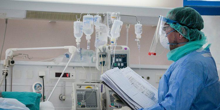 Κρήτη: Διασωληνώθηκε ανεμβολίαστη 47χρονη με κορονοϊό