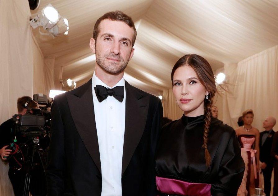 Σταύρος Νιάρχος - Ντάσα Ζούκοβα: Έλαμψαν στο κόκκινο χαλί του Met Gala