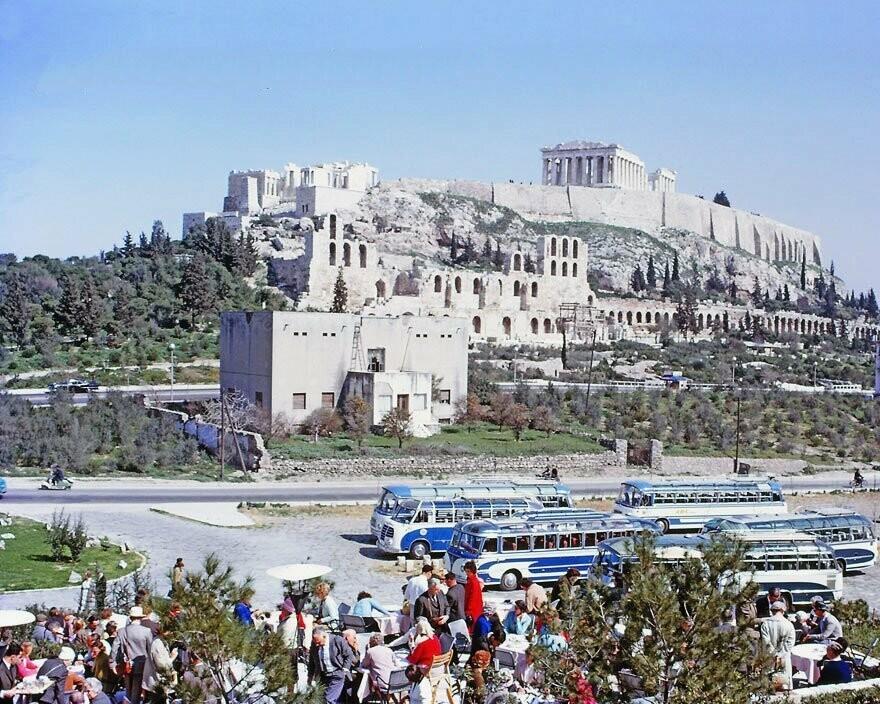 Ήταν κιτς η Μαρία Κάλλας; Το άγαλμα κάτω από την Ακρόπολη προκαλεί αρνητικά σχόλια