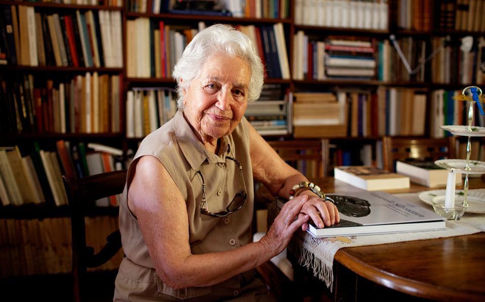 Έβη Τουλούπα: Έφυγε η αρχαιολόγος που άφησε το στίγμα της στην Ακρόπολη