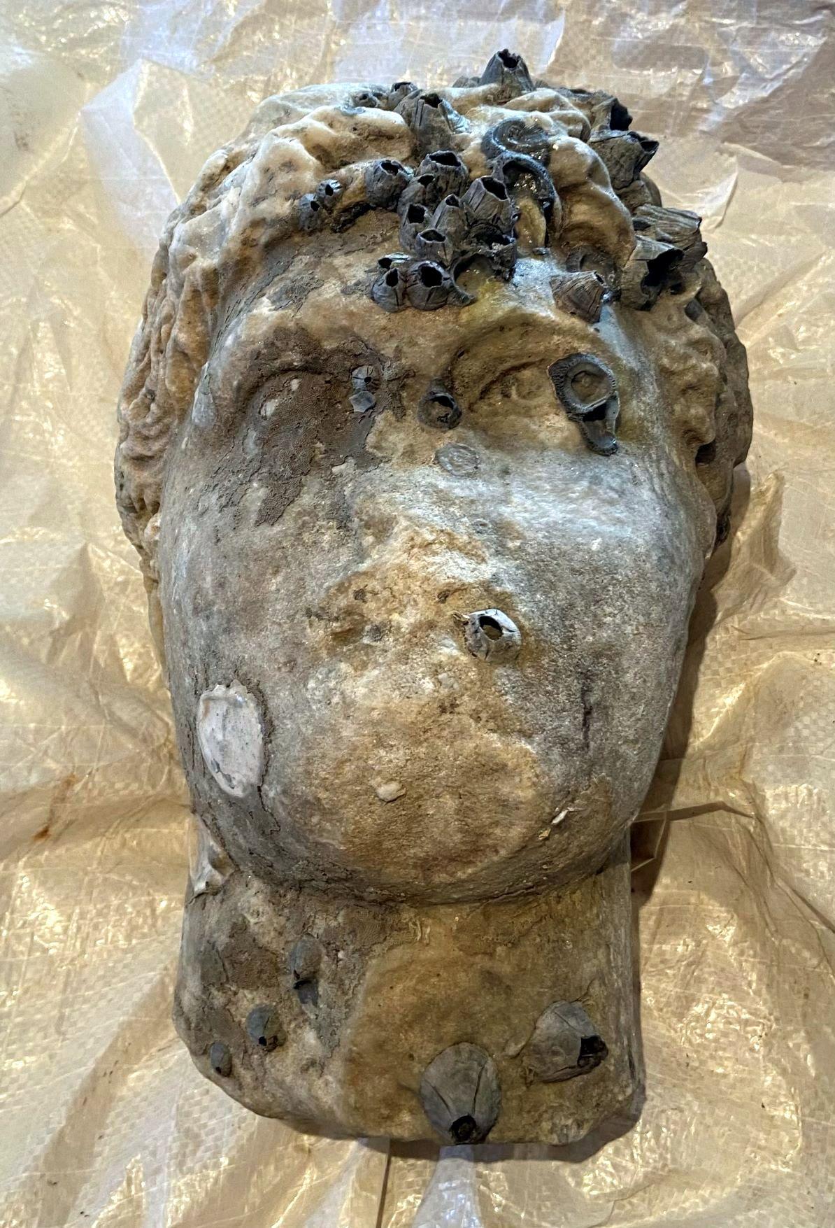 Μια αρχαία κεφαλή ανασύρθηκε από την θάλασσα της Πρέβεζας