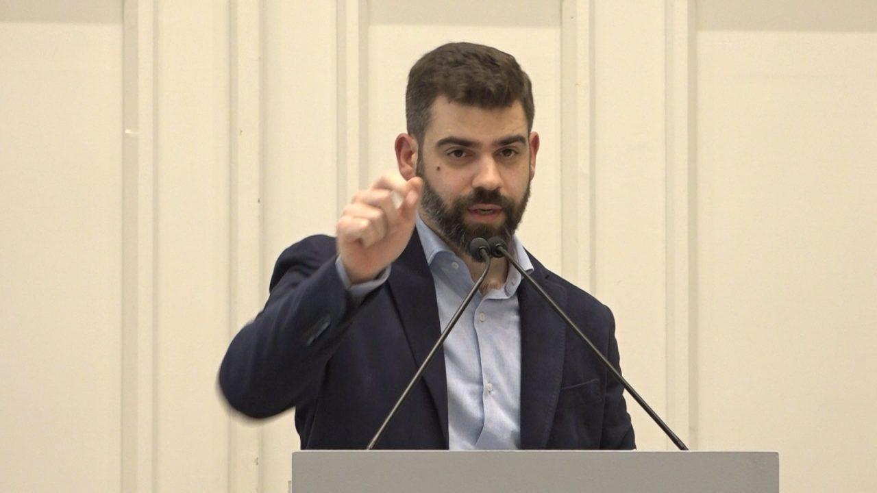 Πέτρος και Ανδρέας Βέργος: Περιήγηση στη Φθινοπωρινή δημοπρασία με προσιτά έργα του Οίκου Vergos Auctions